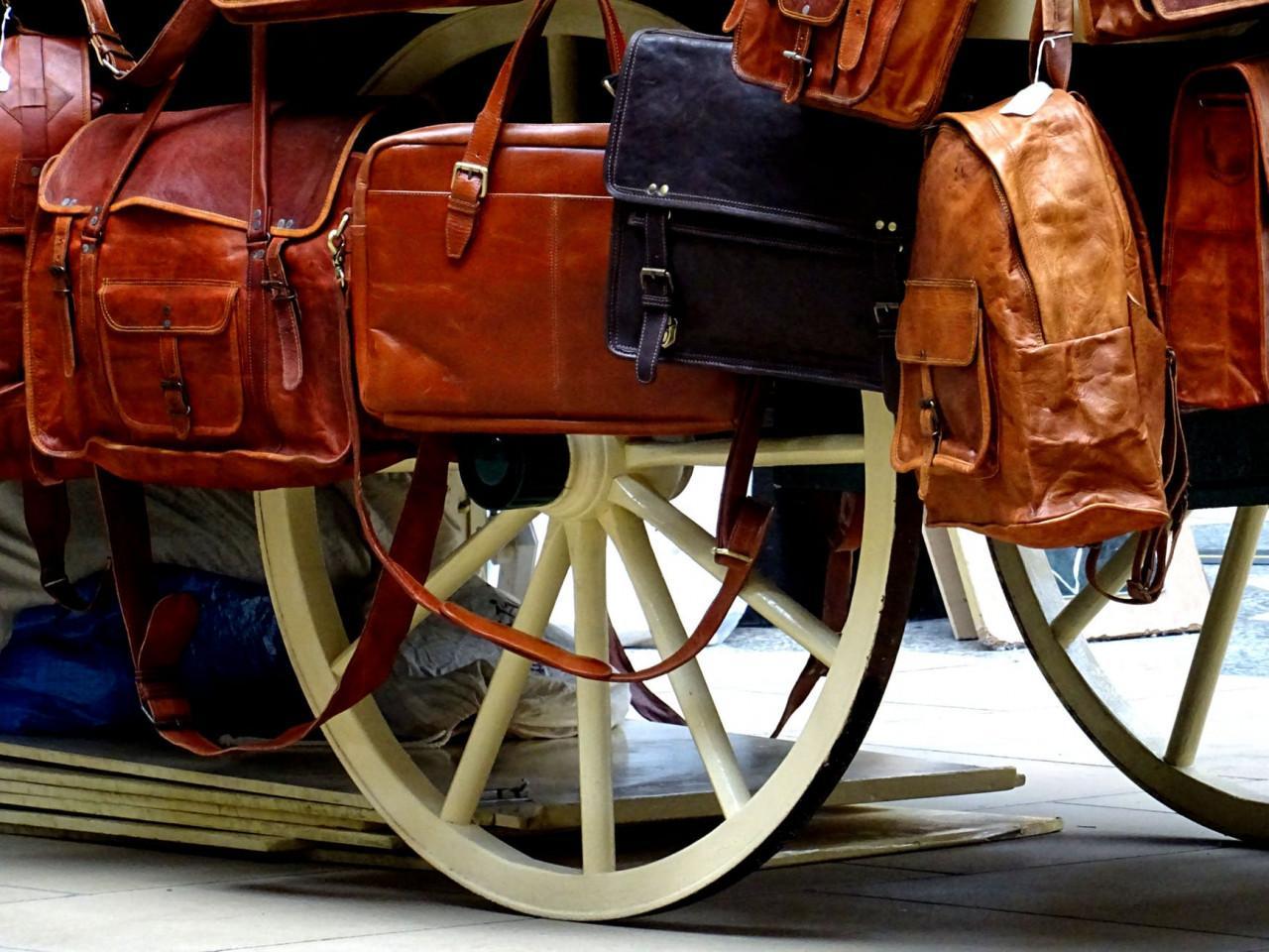 Особенности сумок из прессованной кожи